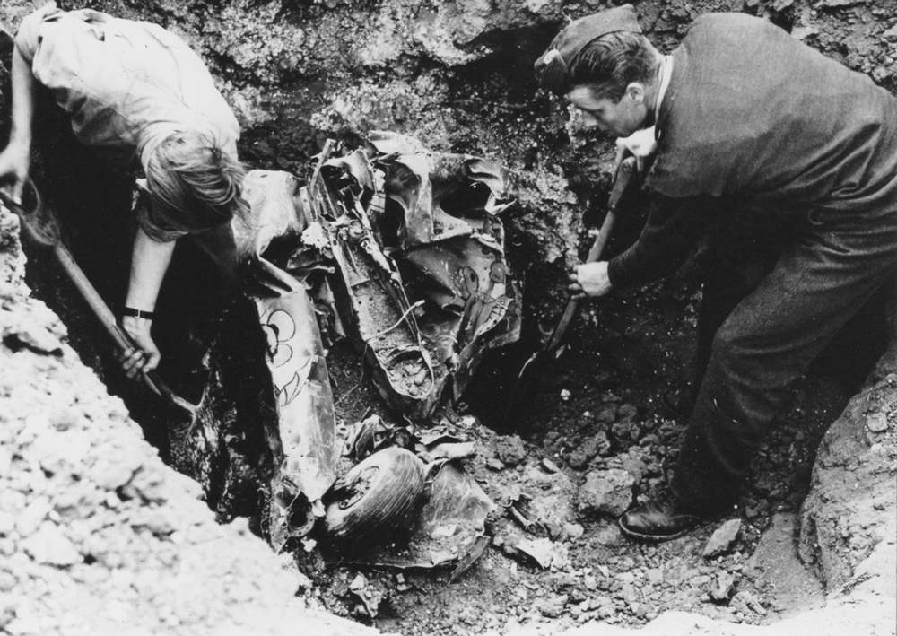 Wreckage of Bf 109 E3 WNr 2964 being recovered by 49 Maintenance Unit